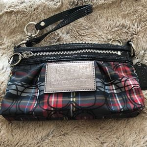 Authentic Coach poppy wristlet